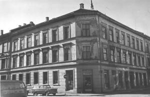 Olaf Kallak overtok i 1950. Bortover i gata ser vi fiskehandler og viltforretningen. (Foto: Byantikvaren i Oslo)