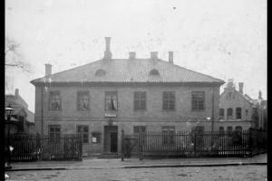 Her på Piperviken politistasjon ble prostituerte kvinner innbrakt. (Foto Narve Skarpmoen ca 1900, Byarkivet)
