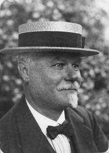 Prest og amatørfotograf Oscar Hvalbye i 1919. Mulig selvportrett. (Oslo museum)