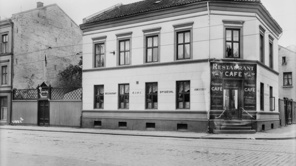 Niels Dahls restaurant i Th. Meyers gate 73 i 1920. (Foto: Anders B. Wilse, Oslo museum)