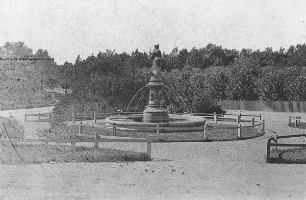 Fontenen som Peder Wium ville bli kvitt - motivet forestilte gudinnen Pomona. (Foto ukjent, Oslo museum)